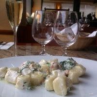 4/10/2012 tarihinde Elena T.ziyaretçi tarafından Pizza Coloseum'de çekilen fotoğraf