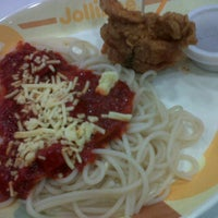 Photo taken at Jollibee by Empoy on 6/9/2012