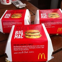 รูปภาพถ่ายที่ McDonald's โดย Damaris D. เมื่อ 8/25/2012