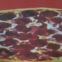 Foto tirada no(a) Pizza Hut por Fauzer A. em 6/5/2012