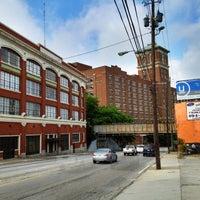 Das Foto wurde bei Atlanta BeltLine Corridor over Ponce de Leon von Angel P. am 4/15/2012 aufgenommen