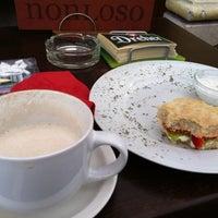 5/14/2012 tarihinde Sebastian V.ziyaretçi tarafından Nonloso Caffé & Bar'de çekilen fotoğraf