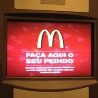 Foto tirada no(a) McDonald's por Bruna Dias em 5/25/2012