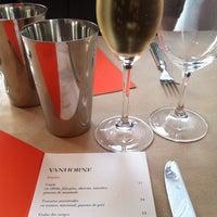 Das Foto wurde bei Van Horne Restaurant von Catherine L. am 8/25/2012 aufgenommen