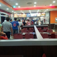 Photo taken at Burger King by vicente b. on 8/5/2012