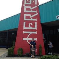 Photo taken at Herr's Snack Factory Tour by Lauran S. on 8/14/2012