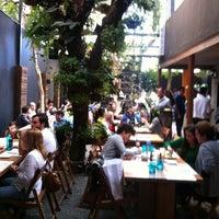 Foto tirada no(a) Feed Food por Marcos G. em 5/26/2012