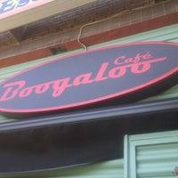 Foto tomada en Boogaloo Café por Andres L. el 8/31/2012