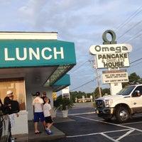 Das Foto wurde bei Omega Pancake House von Jennifer F. am 7/22/2012 aufgenommen