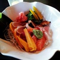 Photo prise au Yuri Japanese Restaurant par Allen C. le8/9/2012