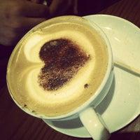 Снимок сделан в Costa Coffee пользователем Mamoun S. 6/12/2012