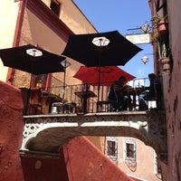 Foto tomada en Santo Café por Fer Z. el 3/5/2012