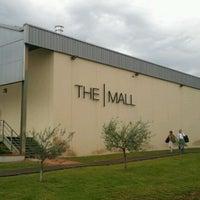 Foto scattata a The Mall Luxury Outlet da Mariangela B. il 5/13/2012
