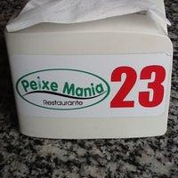 Photo taken at Peixe Mania by Adria A. on 5/4/2012