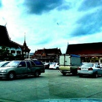 Photo taken at ชมรมผู้ค้าส่งขนมหวาน ตลาดกลางคืน by ญาณากร น. on 6/10/2012