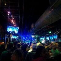 Foto tomada en Lodo's Bar And Grill por Benicio el 3/16/2012