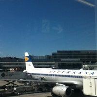 Foto tirada no(a) Lufthansa Business Lounge / Tower Lounge (Non Schengen) por Hitomi em 8/12/2012