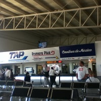 Foto tomada en Terminal de Autobuses Nuevo Milenio de Zapopan por Juan R. el 4/10/2012