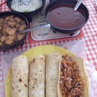 รูปภาพถ่ายที่ El Pico (Tacos tipo Villamelón) โดย Eduardo M. เมื่อ 4/21/2012