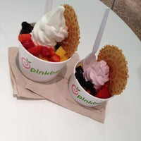 Photo taken at Pinkberry by Анюта Т. on 9/8/2012