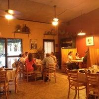 Foto tomada en Annie O's Southern Eats por Janet C. el 6/15/2012