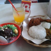 Photo taken at Ayam Lepaas by Rifa N. on 3/17/2012