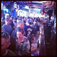 Foto tirada no(a) Stan's Sports Bar por Tiffany W. em 4/14/2012
