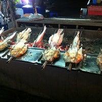 Photo taken at น้องเฟริส์เมี่ยงปลาเผา by Augusta C. on 6/26/2012