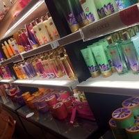 Photo taken at Victoria's Secret PINK by Cadu C. on 8/30/2012
