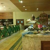 Photo taken at Restaurante Bahia & Brasa Grand Palladium by Benjamim S. on 4/7/2012