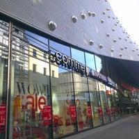 Das Foto wurde bei Einkaufszentrum Limbecker Platz von Marvin T. am 7/24/2012 aufgenommen