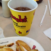 Photo taken at Bojangles' Famous Chicken 'n Biscuits by Matthew M. on 5/25/2012