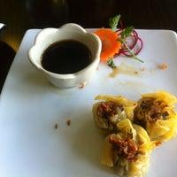Foto tomada en Boonsong Thai Cuisine por Julissa C. el 6/14/2012