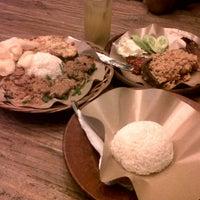 Photo taken at Dapoer Ngeboel - masakan kampoeng djawa by Kiky S. on 7/4/2012