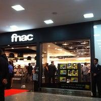 Foto tirada no(a) Fnac por Eliane S. em 3/24/2012