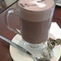 Снимок сделан в Butlers Chocolate Café пользователем Daniel D. 6/1/2012
