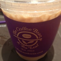Photo taken at The Coffee Bean & Tea Leaf by Milano L. on 8/22/2012