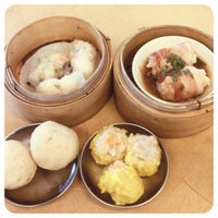 Photo taken at Restaurant Ful Lai Dim Sum (富涞饱饺点心茶楼) by Xter 6. on 5/12/2012
