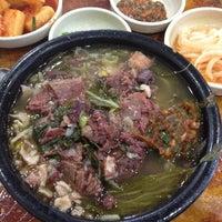 Photo taken at 어머니 대성집 by SEO K. on 8/13/2012