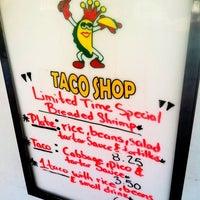 Foto tomada en Taco Rey Taco Shop por JOE 0. el 2/24/2012