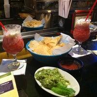 Foto tomada en La Parrilla Mexican Restaurant por Hannah H. el 8/5/2012