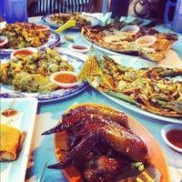 Photo taken at Restoran Xia Seng 香城海鲜餐室 by Vic D. on 6/10/2012