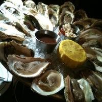 รูปภาพถ่ายที่ The Mermaid Inn โดย j y. เมื่อ 7/26/2012