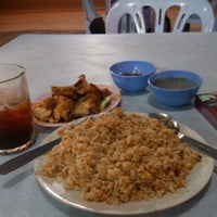 Photo taken at CT Nasi Ayam Garing Mancongkam by Faeez R. on 8/14/2012