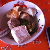 Photo taken at Bakso Cinta by FajarNovredo A. on 5/27/2012
