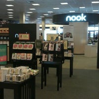 Photo taken at Barnes & Noble by rinux on 3/13/2012