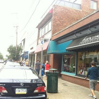 Photo taken at Shadyside Walnut Street by Sunghoon L. on 8/11/2012