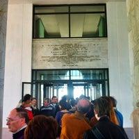 Foto scattata a Palazzo della Civiltà e del Lavoro da Dabliu il 5/5/2012