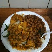 Photo prise au Punjabi Grocery & Deli par Ting C. le4/23/2012