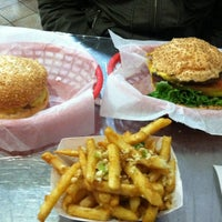 Photo taken at Pearl's Deluxe Burgers by Frances on 3/2/2012